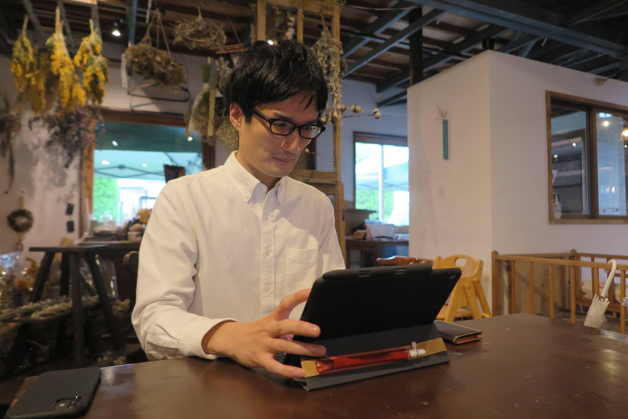ローカルWEBメディア・地域サイト 草加ローカルストーリー 小林 義崇さんインタビュー写真 つなぐば